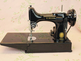 Load image into Gallery viewer, Singer Featherweight 221 Sewing Machine, AL565***