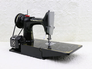 Load image into Gallery viewer, Singer Featherweight 221K Sewing Machine, EH135***