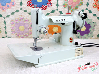 Load image into Gallery viewer, Singer Featherweight 221K Sewing Machine, WHITE FA126***