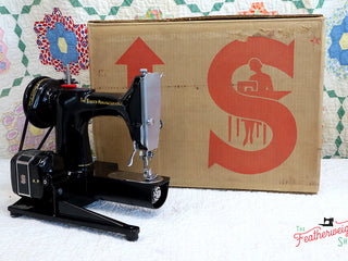 Load image into Gallery viewer, Singer Featherweight 222K Sewing Machine EK6285** ORIGINAL CARDBOARD BOX Included