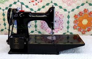 Singer Featherweight Swedish 221K Sewing Machine, EH239***