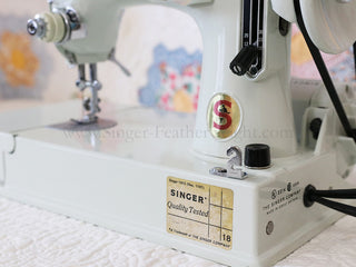 Load image into Gallery viewer, Singer Featherweight 221 Sewing Machine, WHITE FA205***