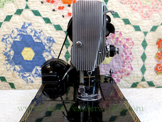 Load image into Gallery viewer, Singer Featherweight 222K Sewing Machine EK632**