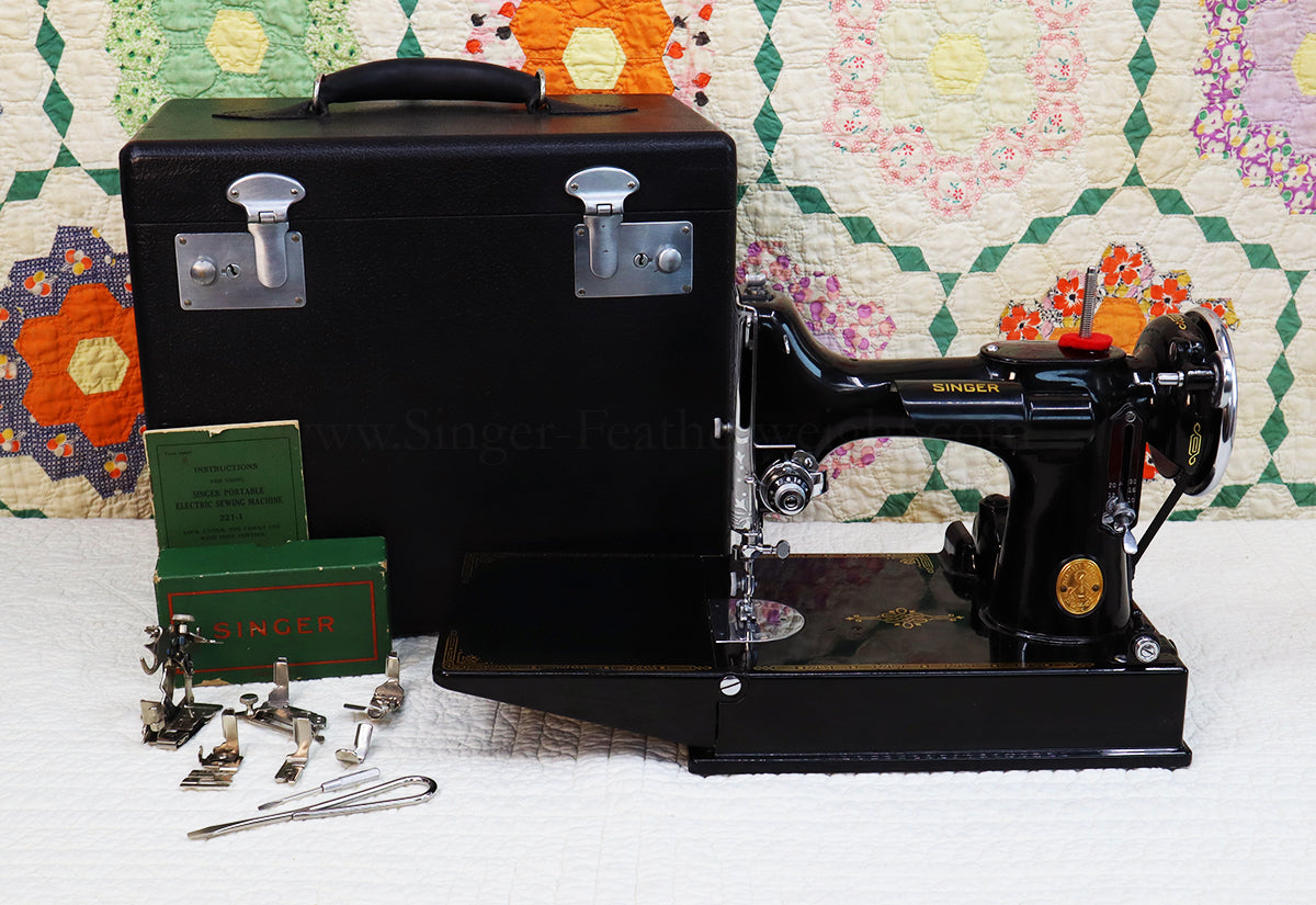 Singer Featherweight 221 Sewing Machine, AF170***