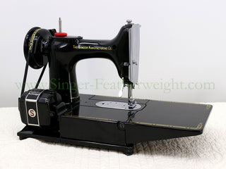 Load image into Gallery viewer, Singer Featherweight 222K Sewing Machine EL682***