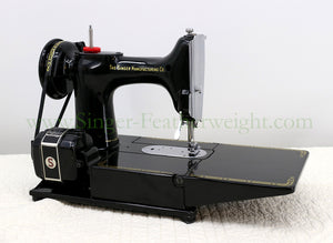 Singer Featherweight 222K Sewing Machine EL682***