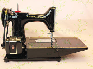 Load image into Gallery viewer, Singer Featherweight 222K Sewing Machine EM6047**