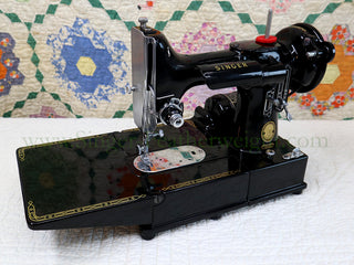 Load image into Gallery viewer, Singer Featherweight 222K Sewing Machine EM9611**