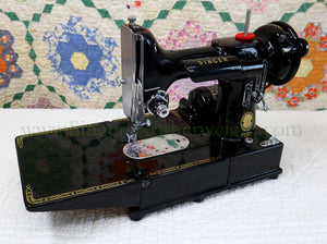 Singer Featherweight 222K Sewing Machine EM9611**