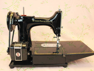 Load image into Gallery viewer, Singer Featherweight 222K Sewing Machine EM6046**