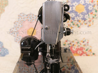 Load image into Gallery viewer, Singer Featherweight 222K Sewing Machine EM6028***