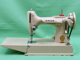 Load image into Gallery viewer, Singer Featherweight 221J Sewing Machine, TAN ES658***