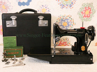 Load image into Gallery viewer, Singer Featherweight 221 Sewing machine, 1935 AD945***