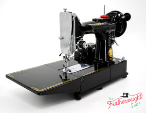 Singer Featherweight 222K Sewing Machine EM9618**