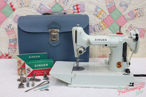Singer Featherweight 221K Sewing Machine, WHITE EV964***