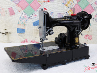 Load image into Gallery viewer, Singer Featherweight 222K Sewing Machine EL184***