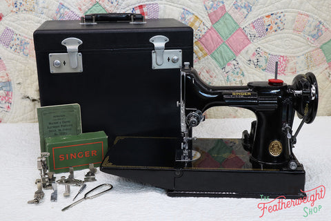 Singer Featherweight 221K Sewing Machine, French EF909***