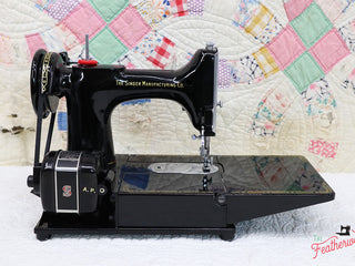 Load image into Gallery viewer, Singer Featherweight 222K Sewing Machine EK3212**