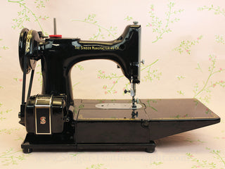 "Load image into Gallery viewer, Singer Featherweight 222K Sewing Machine, ""Red S"" ER900***"