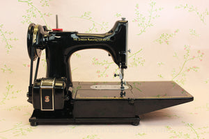 "Singer Featherweight 222K Sewing Machine, ""Red S"" ER900***"