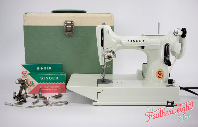 Singer Featherweight 221 Sewing Machine, WHITE EV967***