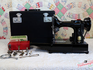 Load image into Gallery viewer, Singer Featherweight 222K Sewing Machine EP131***