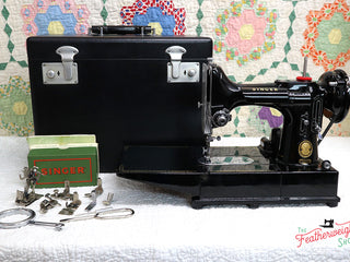 Load image into Gallery viewer, Singer Featherweight 222K Sewing Machine EK6362**