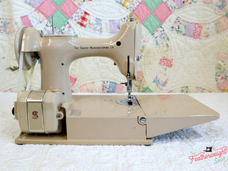 Load image into Gallery viewer, Singer Featherweight 221 Sewing Machine, TAN ES876***