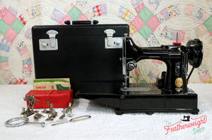"Singer Featherweight 222K Sewing Machine, RED ""S"" EP758***"