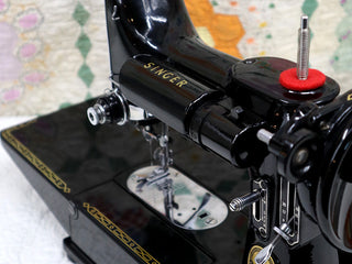 Load image into Gallery viewer, Singer Featherweight 222K Sewing Machine EN136***