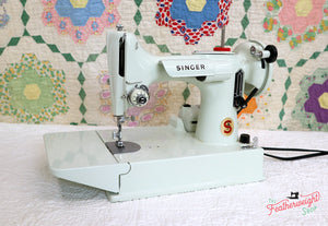 Singer Featherweight 221K Sewing Machine, WHITE EV942***