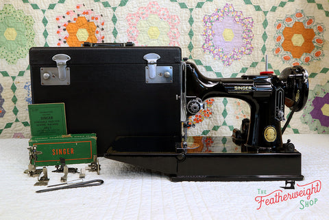 Singer Featherweight 221 Sewing Machine, AK774***
