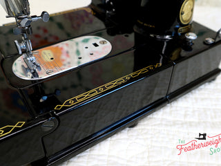 Load image into Gallery viewer, Singer Featherweight 222K Sewing Machine EK62883*