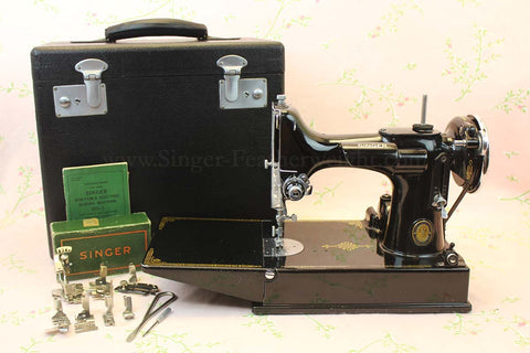 Singer Featherweight 221 Sewing Machine GOLDEN GATE SAN FRANCISCO 1939 Edition AF086***