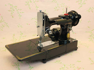 Load image into Gallery viewer, Singer Featherweight 222K Sewing Machine EM958**