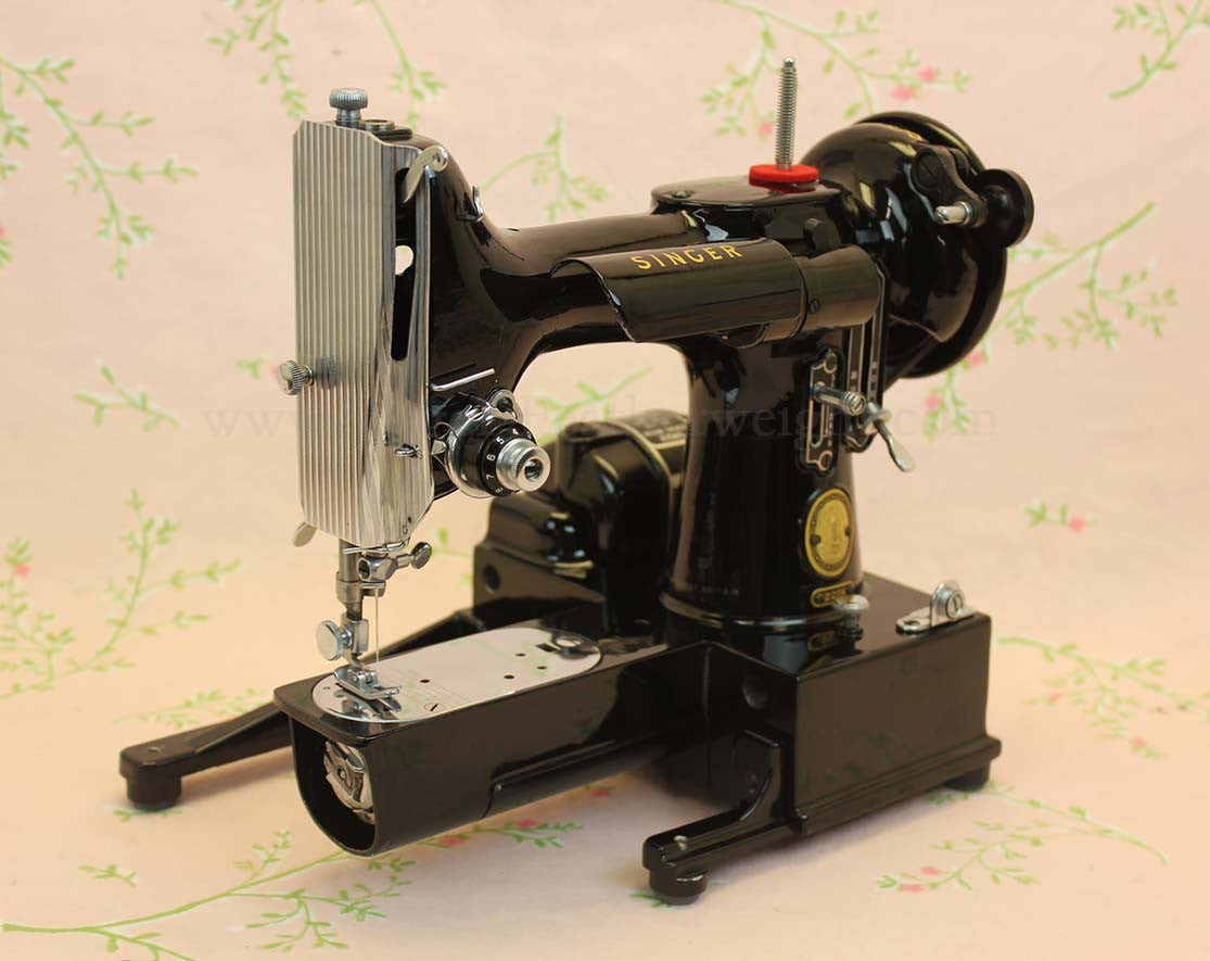 Singer Featherweight 222K Sewing Machine EM958**