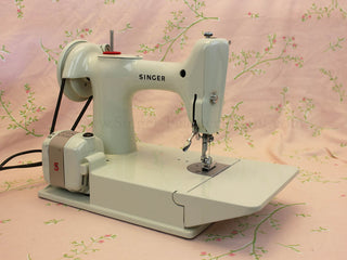 Load image into Gallery viewer, Singer Featherweight 221 Sewing Machine, WHITE EV982***