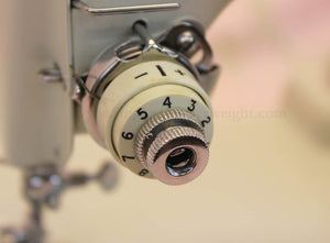 Singer Featherweight 221 Sewing Machine, WHITE EV982***