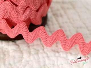 "Load image into Gallery viewer, 3/8"" Inch VINTAGE TRIM RIC RAC by Lori Holt for Riley Blake (NEW) - RILEY CORAL"