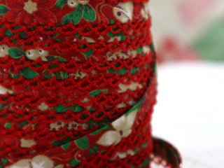 Load image into Gallery viewer, Double Fold Crochet Edge LACE BIAS TAPE - RED CHRISTMAS  (SOLD BY THE YARD)