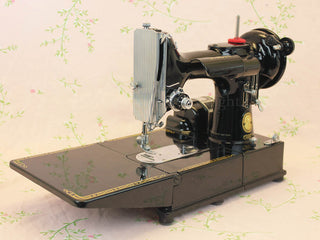Load image into Gallery viewer, Singer Featherweight 222K Sewing Machine EM961***