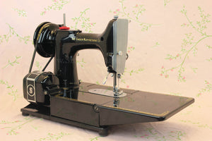 Singer Featherweight 222K Sewing Machine EM961***