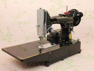 Load image into Gallery viewer, Singer Featherweight 222K Sewing Machine EL683***
