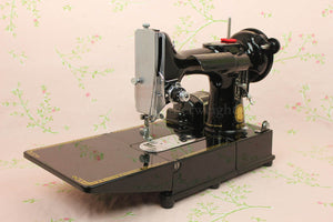 Singer Featherweight 222K Sewing Machine EL683***