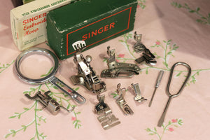 Singer Featherweight 222K Sewing Machine EJ916***