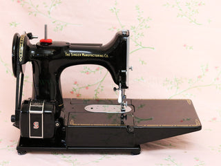Load image into Gallery viewer, Singer Featherweight 222K Sewing Machine EJ916***