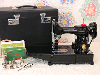 Load image into Gallery viewer, Singer Featherweight 222K Sewing Machine EM6011**
