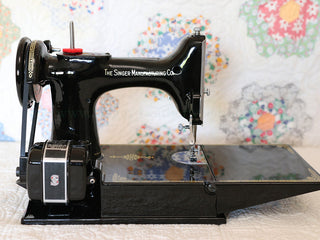Load image into Gallery viewer, Singer Featherweight 221K Sewing Machine, EH628***