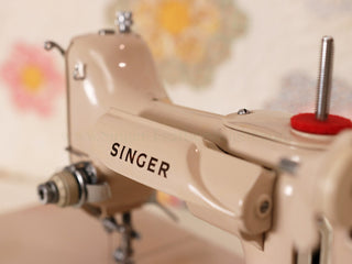 Load image into Gallery viewer, Singer Featherweight 221 Sewing Machine, TAN ES879***