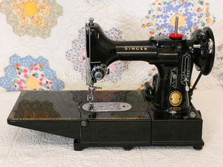 Load image into Gallery viewer, Singer Featherweight 222K Sewing Machine EK629***